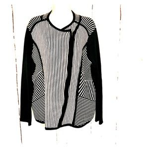 Chico's black and white sweater Sz 3 XL